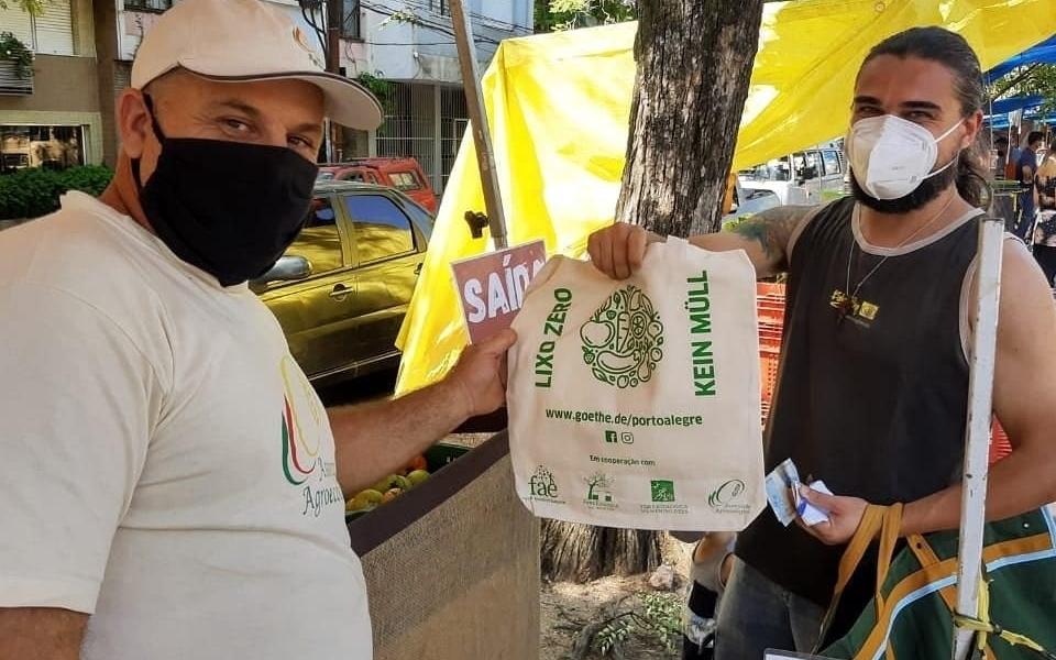 Feiras Ecológicas da Redenção celebram a marca histórica de embalagens que deixaram de ser distribuídas em dois anos de campanha de conscientização